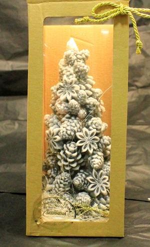 Kalėdinė žvakė Eglutė su konkorėžiais